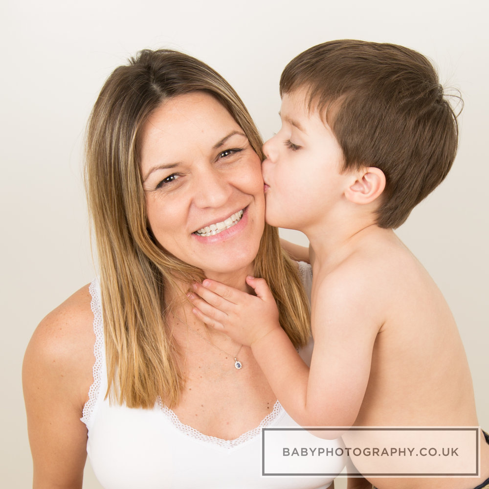 Maternity-with-son-photoshoot-Sevenoaks.jpg