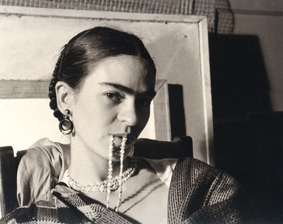Frida Kahlo feature – BresicWhitney blog | Photo: Lucienne Bloch