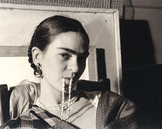 Frida Kahlo feature – BresicWhitney blog | Photo: Lucienne Bloch