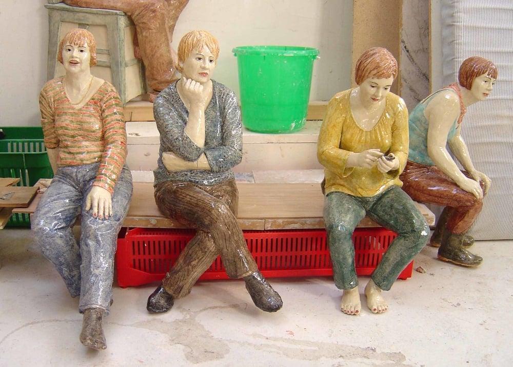figurer, höjd ca 55 cm, glaserad keramik.jpg