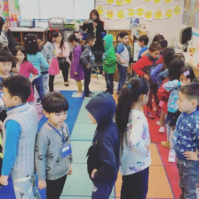 The only thing sweeter than watching the Kinders sing during Music Share was seeing the loving family hugs afterwards. 🎶❤️🎶