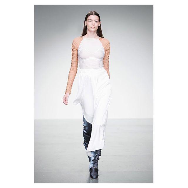 Paula Knorr SS18 show at LFW ❤ Styling @fannieakerblom // make up @martilattanzi for @weledauk // hair @beawatson13 for @aveda // jewellery @rathelwolf // footwear @miistashoes // all models @lindenstaub #paulaknorr #ss18 #lfw #fannieakerblom
