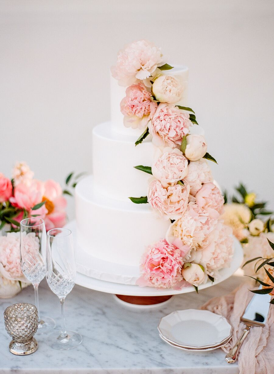 Photography:  Rebecca Yale  | Cake:  Vanilla Bake Shop