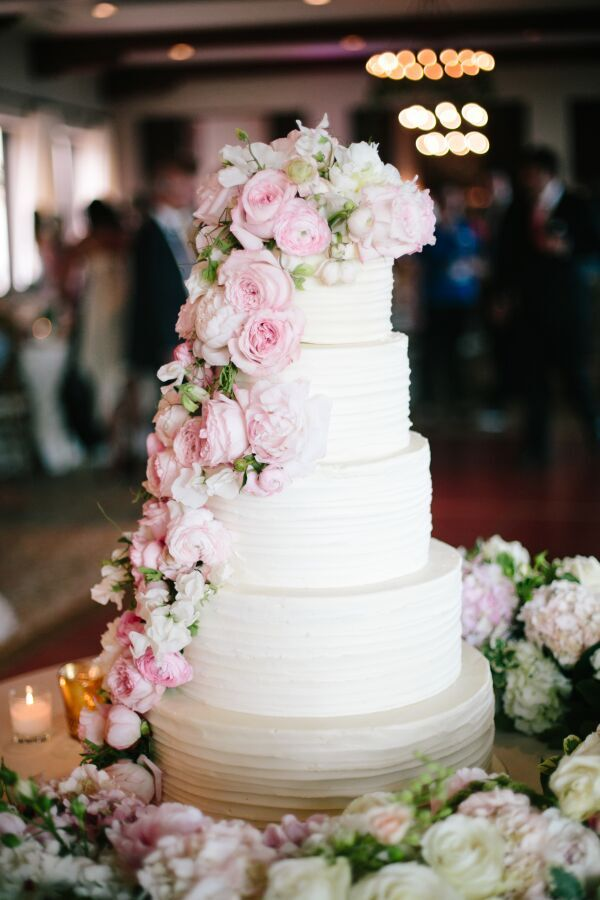 Photography:  Heather Kincaid  | Cake:  The Butter End