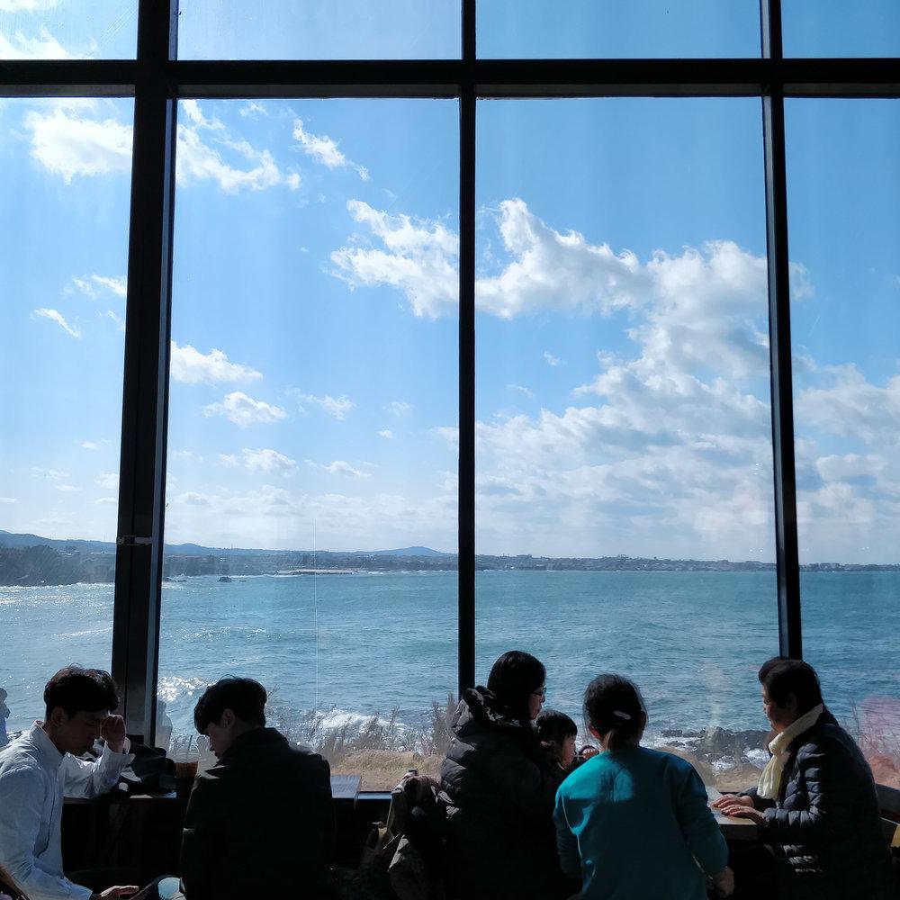 gdragon cafe 1.jpg