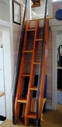 Ergo-ladder with extended handrails
