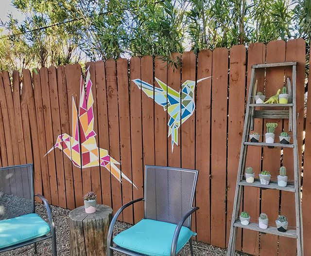 The hummingbirds have been going wild lately and our guests are loving them! (See review in our stories.) It makes me so glad we chose to feature them in our mural! .  Also, I saw this hysterical tweet the other day and laughed my face off. Swipe left. 😂 #thenestmural #tinyhouseairbnb #cactusgarden #urbangarden