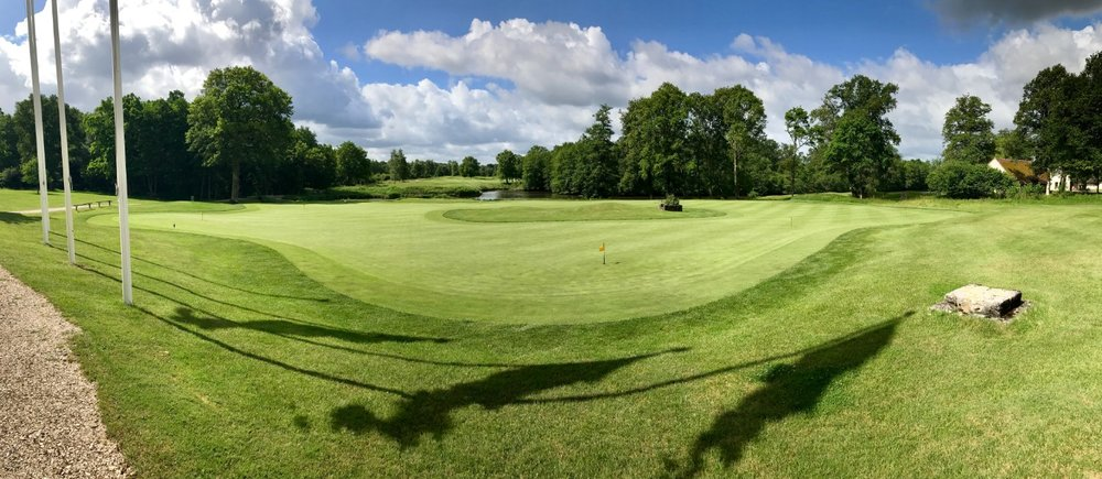 The doughnut putting green at Les Bordes is quite a sight!