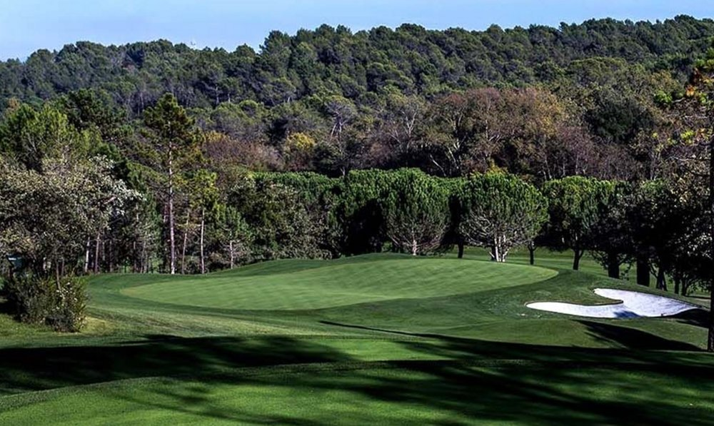 Undulating greens are a feature of Golf Country Club de Cannes-Mougins. Image from http://www.golfcannesmougins.com