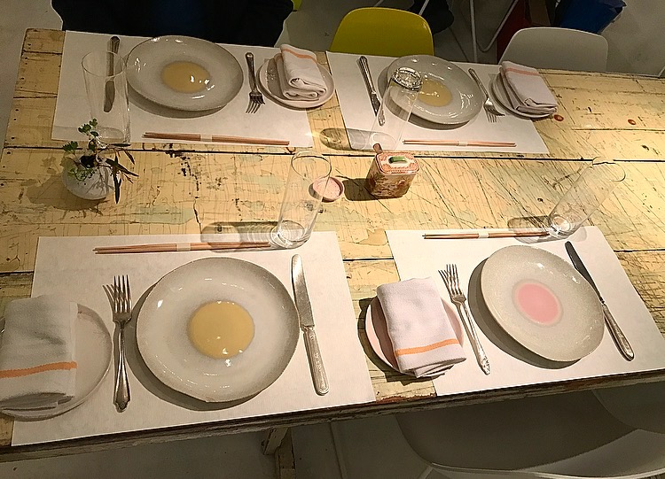 Shabby-chic yet beautiful table settings!