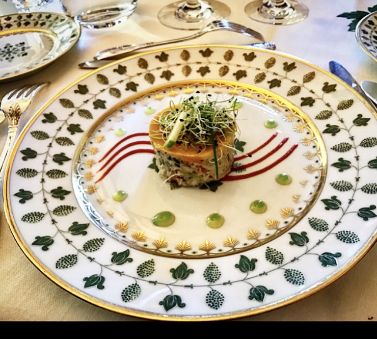 Crab salad with a fruit gelee on top served on lovely Limoges plates.  The wine poured was a beautiful white 2001 Château Margaux Pavillon Blanc, the only white they bottle.