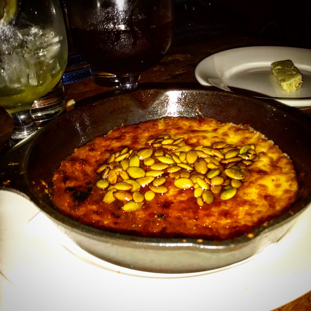 La Esquina's queso and pumpkin seed appetizer...¡¡Tan bueno!!
