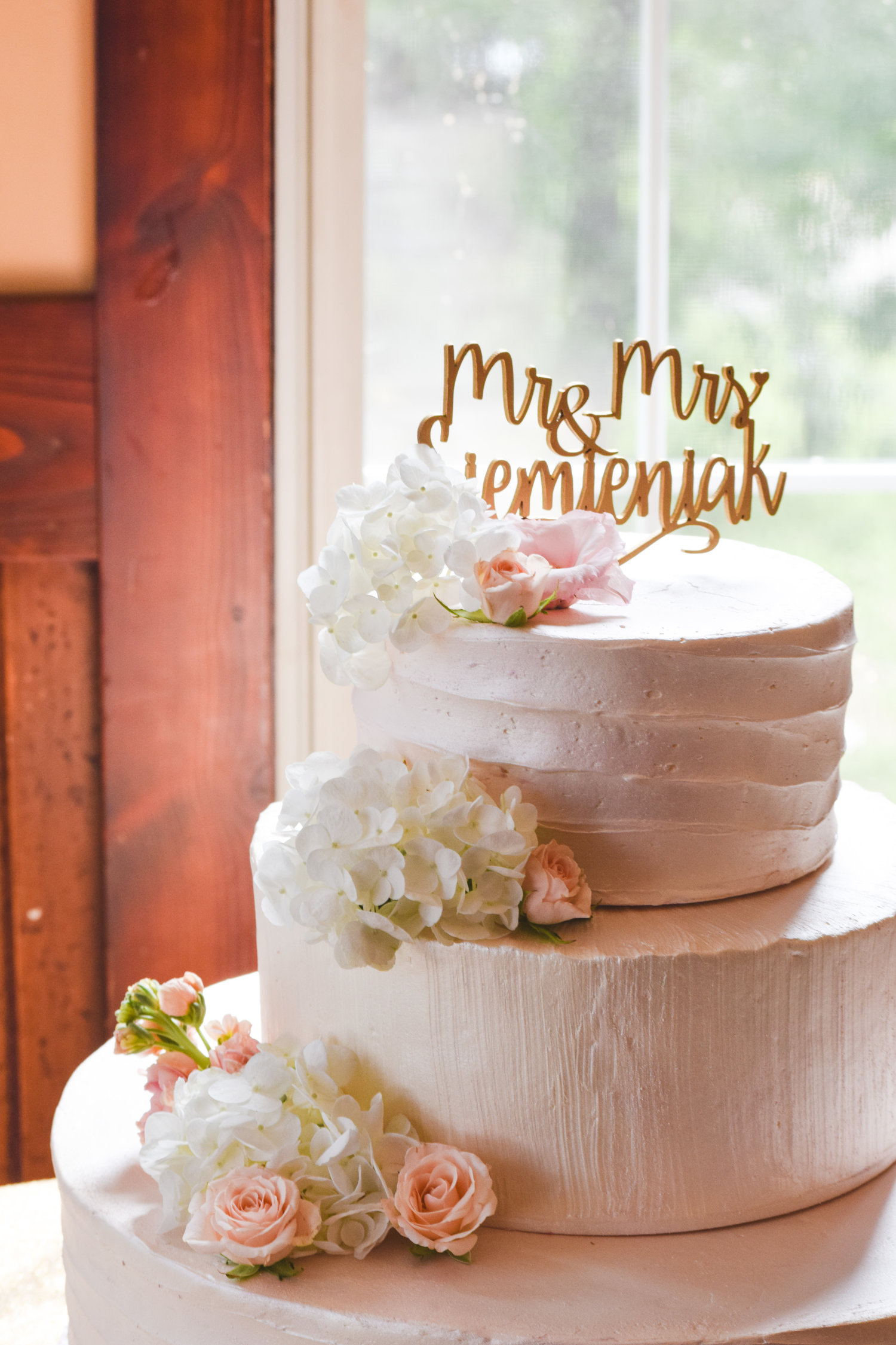 Classic Wedding Cakes For The Brainerd Nisswa And Crosslake Area
