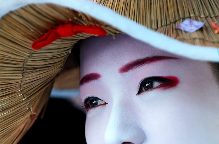photography: Yen Baet / Eyes of a Maiko. Gion Kyoto