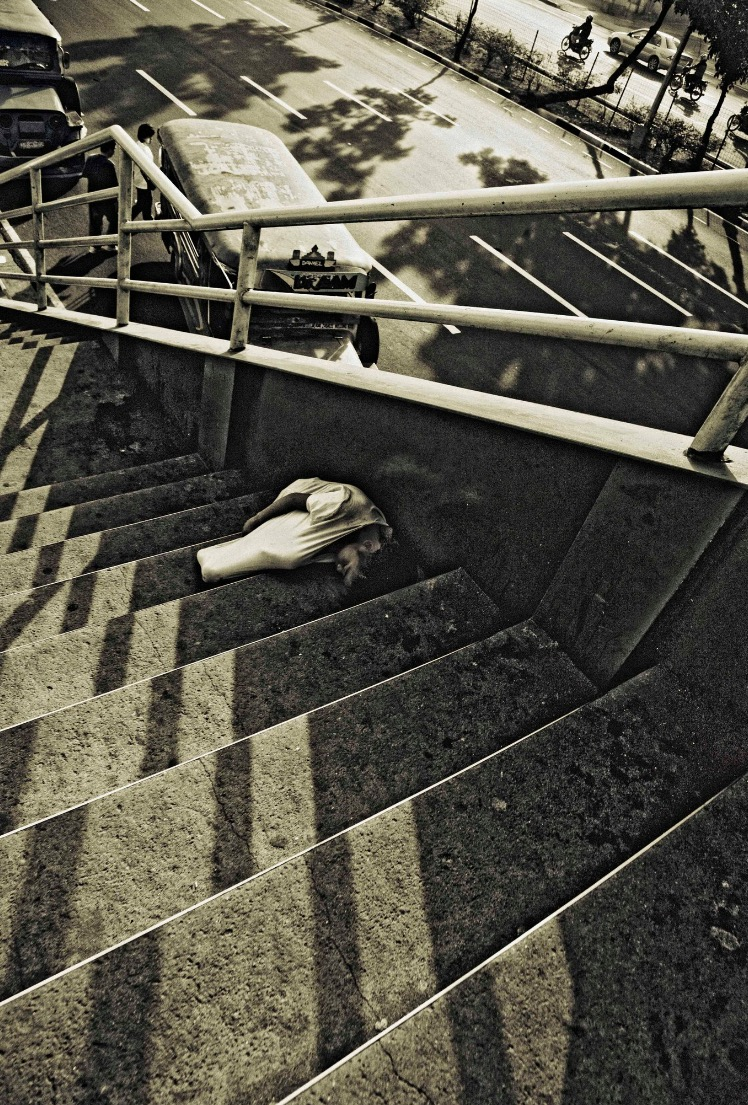 Photography: Benny Dychangco /  Pantranco Footbridge  7:54 AM February 2011