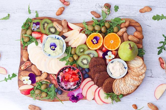 Healthy platter with kiwi, peanuts, olives, strawberries, crackers, hummus, blueberries, rocket, tomato, onion and @bitemefinefoods yummmmy organic falafels! 👌🏼👌🏼 . . . . . . #vegan #wholefoods #organic #veganfood #rawtill4 #rawfood #nourish #nutrition #healthyfoodshare #veggies #glutenfree #dairyfree #veganfoodshare #foodie #foodisfuel #vegansofig #superfood  #falafel #sugarfree #veganfoodshare #jerf #feedfeed #food52 #onmytable #healthy #eats #cleaneating #cleaneats #veganrecipes #vegansofinstagram #plantbased