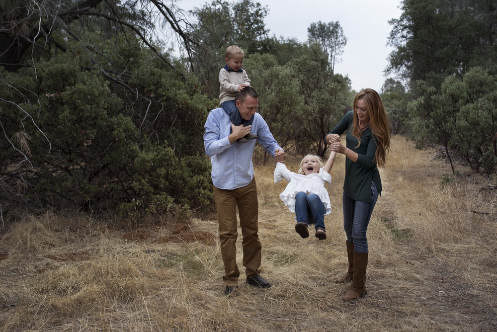 family posing red bluff photographer