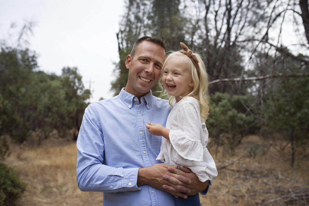 father daughter pose red bluff photographer