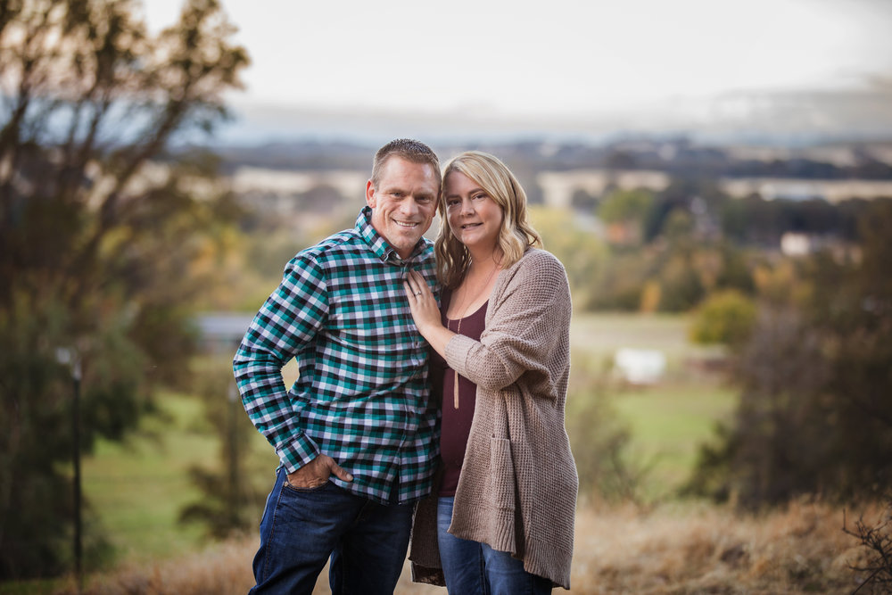 couples pose red bluff photographer