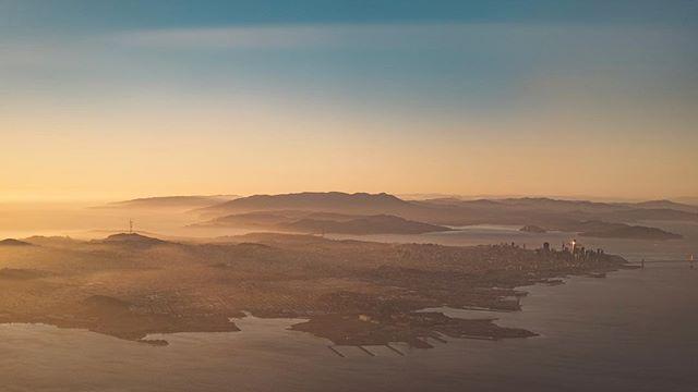 San Francisco at dusk. ・ ・ #aerialphotography #planelife #viewfromthesky #wanderlust #neverstopexploring #instatravel #adventure #travelandlife #amazingearth #landscapephotography #thegreatoutdoors #letsgosomewhere #neverstopexploring #liveauthentic #livefolk #photooftheday