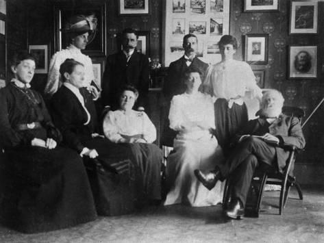 opening-of-julia-s-bureau-with-w-t-stead-and-staff_a-G-12762556-14258389.jpg