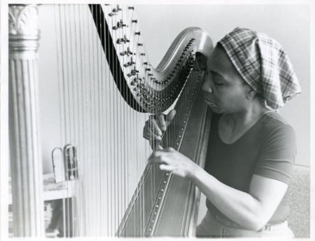 dorothy-ashby-bw-harp.jpg