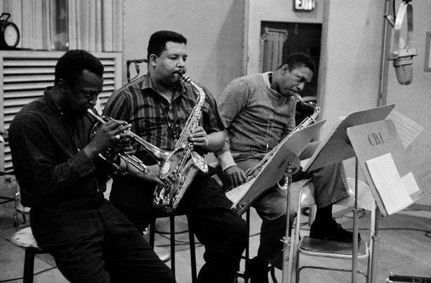 Une session en studio parmi d'autres dans la triste carrière de John, Miles et Cannonball.