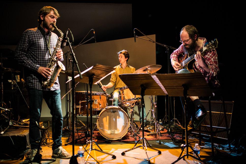 Le trio UNS, de gauche à droite Antoine Viard, Benjamin Sanz et Karsten Hochapfel. ©Magali Bragard