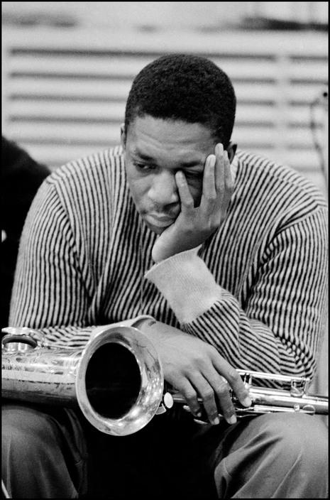 © John Coltrane lors d'une séance d'enregistrement pour Columbia, en 1958.Dennis Stock/Magnum Photos.