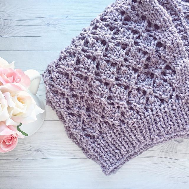 This was such a fun and quick knit 🙌 about as close to instant gratification as knitting can get.💜 🌸 Pattern: Kimono Lace Shrug by KarinKnits on ravelry Yarn: @knitpicks brava bulky in Seraphim 🌸 #craftsposure #knittersofInstagram #knit #shareyourknits #knitpicks #knitlove #instaknit #creativelifehappylife #craftcolourmyday #abmlifeisbeautiful #abmcrafty #wipsandblooms #yarnlove #knittingaddict #craftastherapy #ourmakerlife #makersgonnamake #knitsharelove