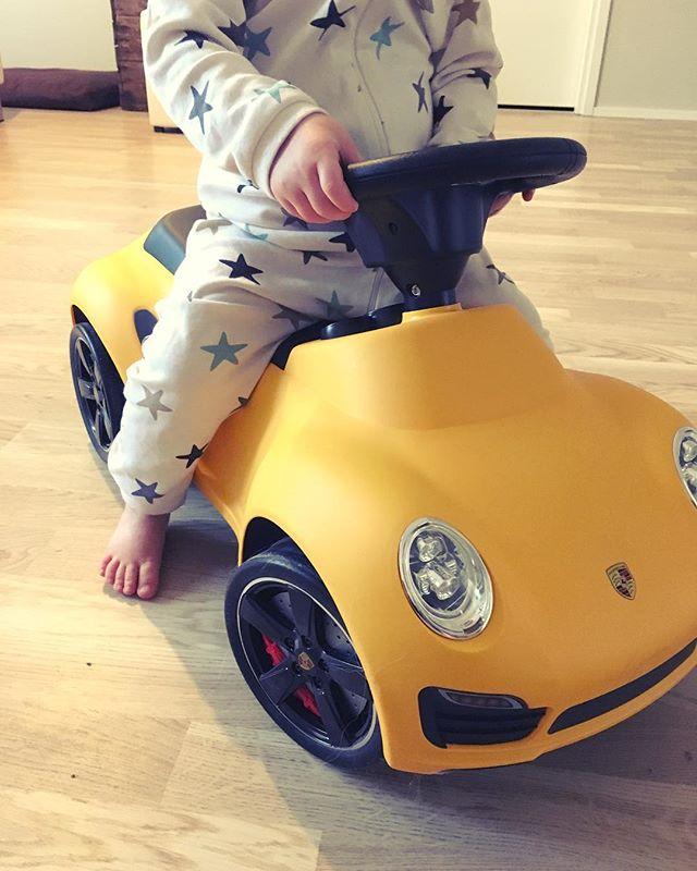Seuraava Porsche sitten 18v. lahjaksi...eiku... 😂 #jokapojanunelma #porsche #porsche911 #automies