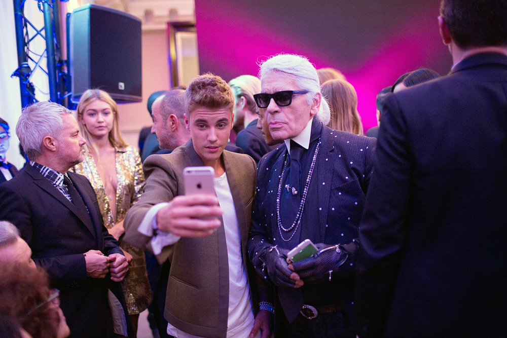 Justin Bieber taking a selfie with Karl Lagerfeld