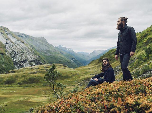 Fades of indigo vol.III @lividjeans @oleekker #norsknatur #geirangerfjorden @virvelhimmel @longjohnleather