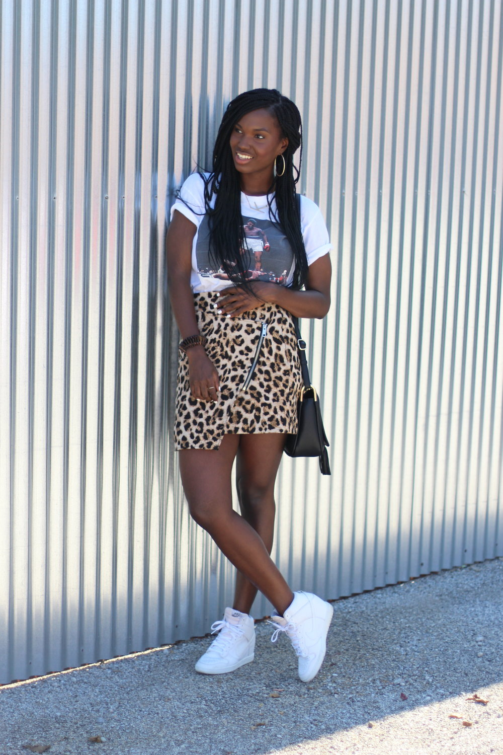 TSHIRT: Urban Outfitters Outlet SKIRT/BAG: H&M SHOES: NIKE CROC DUNKS