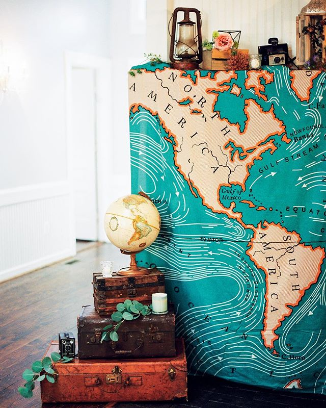 This spring weather we're (finally) getting has us craving a far-flung adventure! With a jam-packed day, though, we'll have to settle for reminiscing over @prettyinthepines' adventure-themed bridal shower. Oh, take us away! 🗺✈️🌎 | Photo by @oliviasuriano