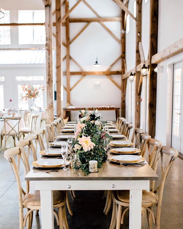 It's gray and a little cooler out today with just a little tiny (probably short-lived) hint of Autumn in the air. We're throwing it back to this clean, simple, rustic wedding last October ❤️ | Photographer @lauramemoryphotography | Venue @barnofchapelhill | Floral @jen_wildflora | Catering @empireeatscatering