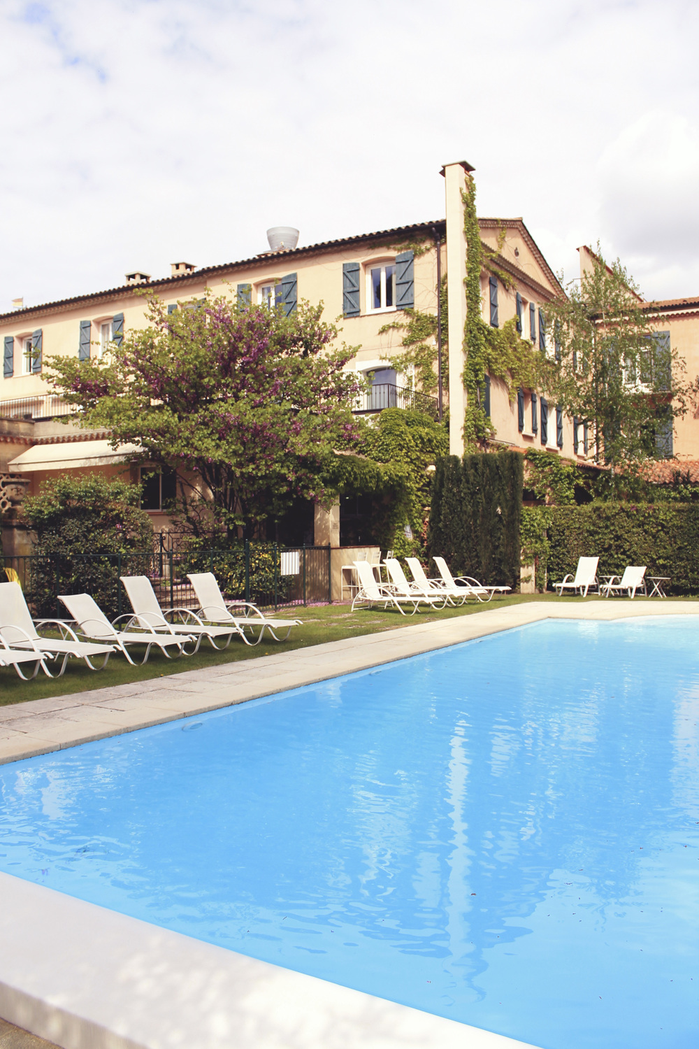 pool hotel pigonnet aix en provence spring april france