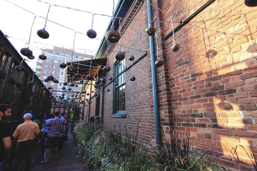 el-catrin-alley-toronto-brick-lanterns.jpg
