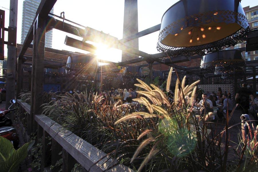lens-flare-sunset-evenings-summer-distillery-district-toronto.jpg