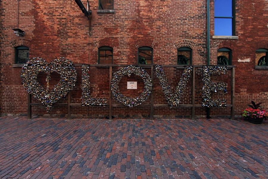 love-locks-toronto-distillery-district-brick-lane.jpg