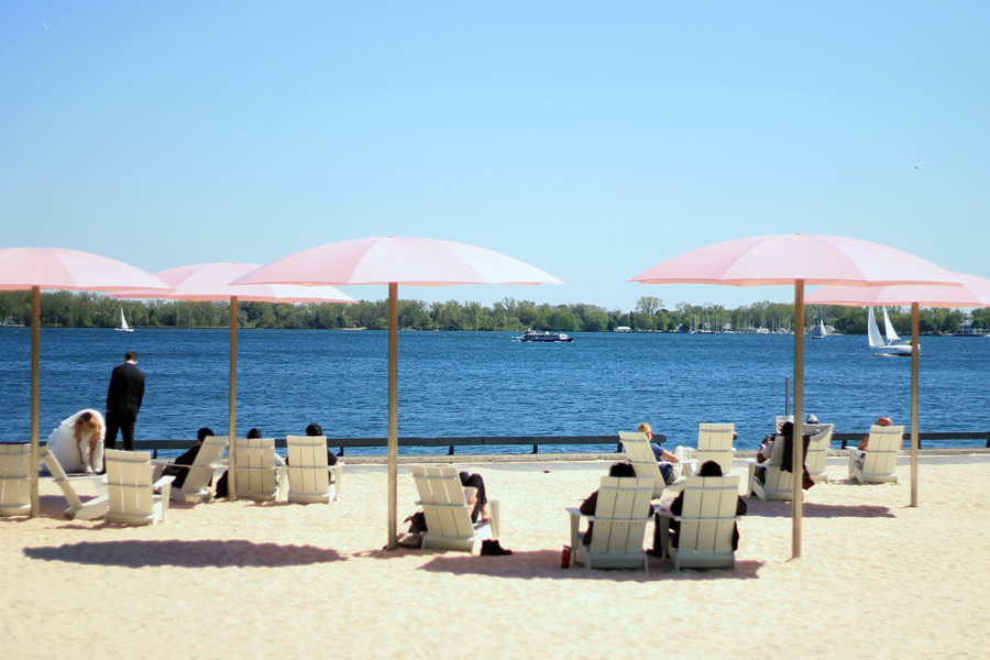 toronto island sugar beach umbrellas