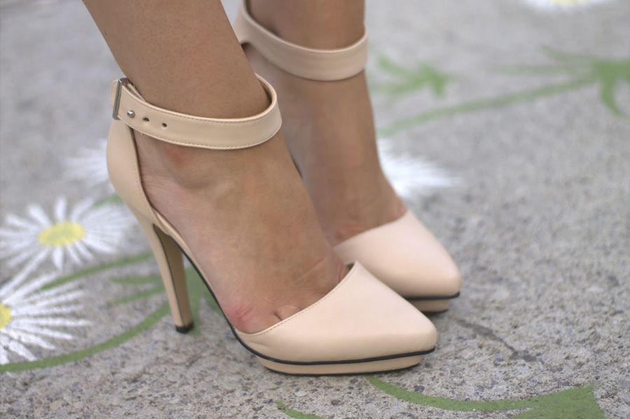 pumps tan