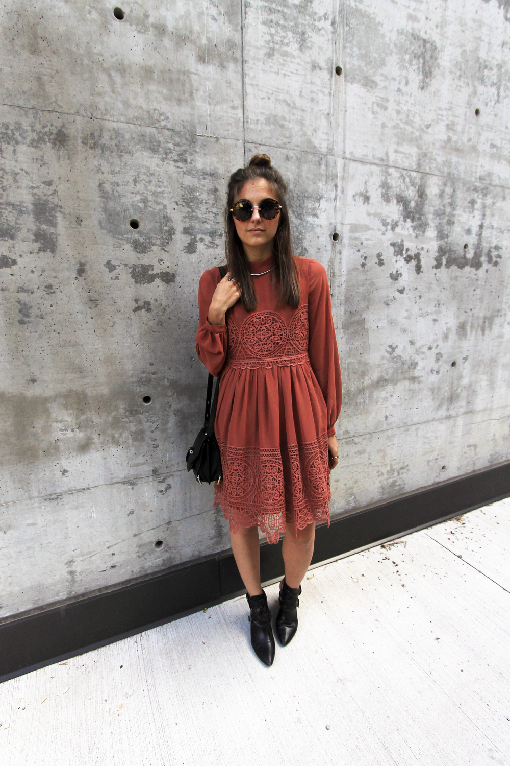 round tortoiseshell sunglasses lace crochet dress asos outfit.jpg