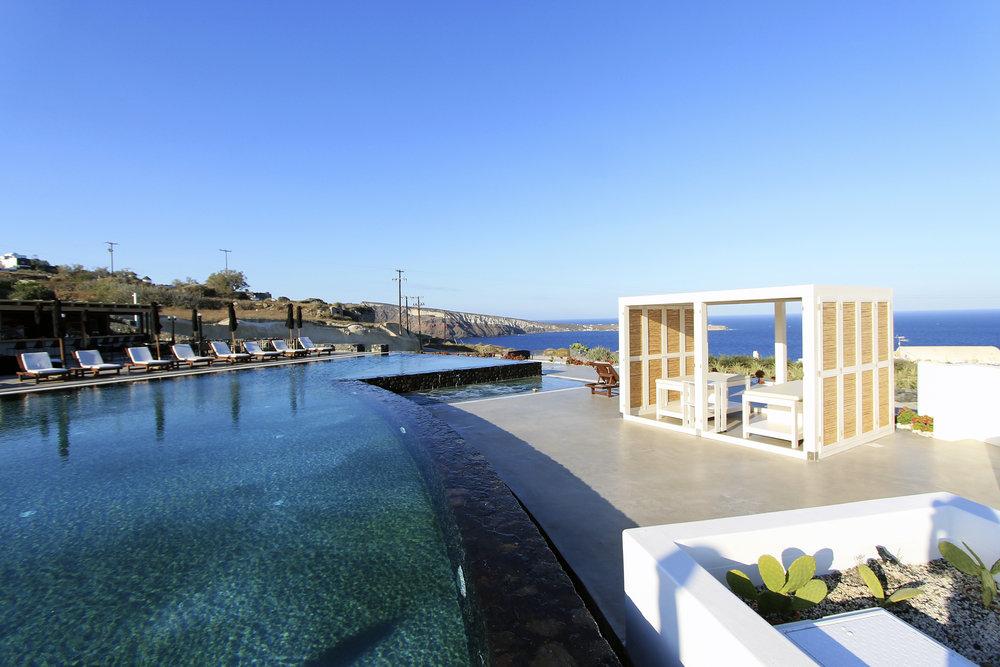 infinity edge pool oia santorini suites santo maris.jpg