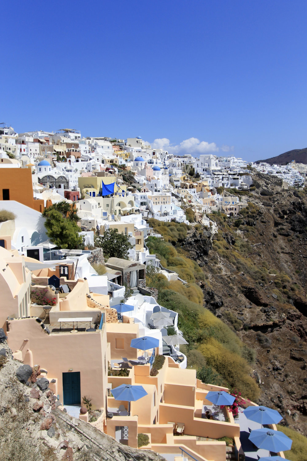 oia cliffside houses white colourful views travel blogger.jpg