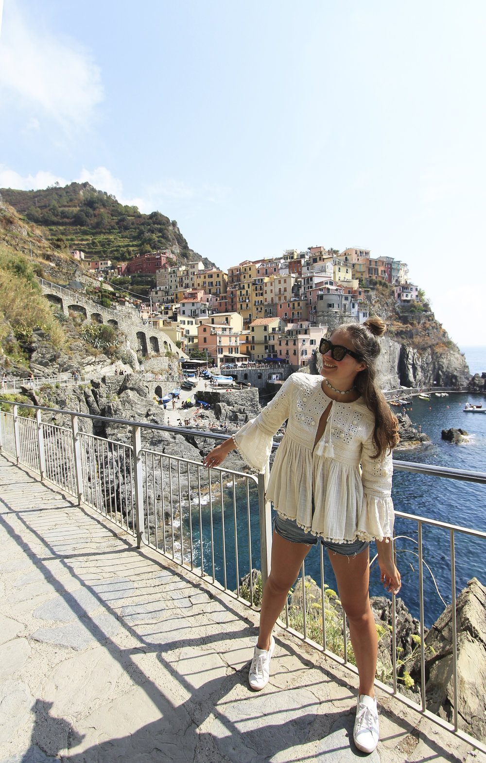 fashion blogger manarola cinque terre style outfit zara sneakers pompom blouse.jpg