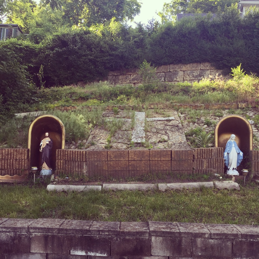 Bathtub grottoes on High Bluff st
