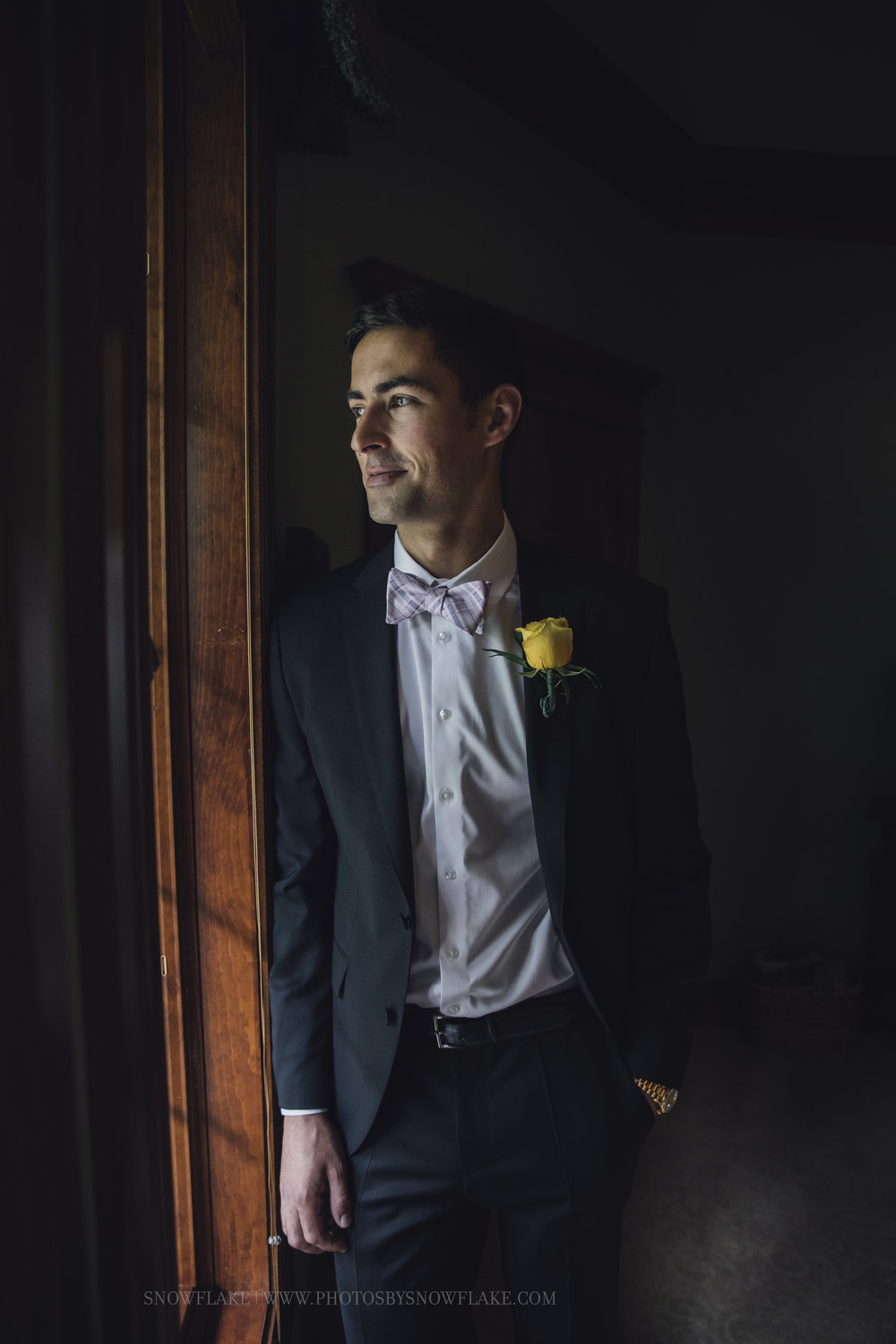 groom snowflake photography.jpg