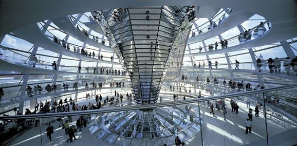 图8 德国议会大厦玻璃穹顶(诺曼·福斯特)