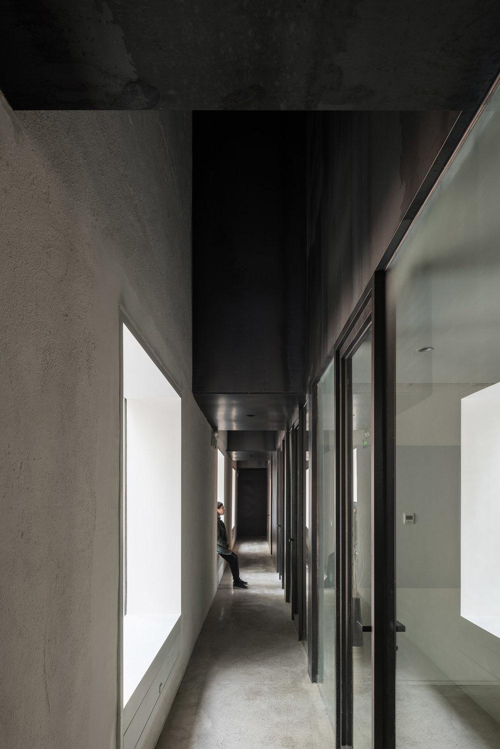 狭缝走道空间 interior passage.jpg